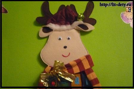 Рождественский олень с кармашками для сладостей в виде календаря (адвент-календарь)