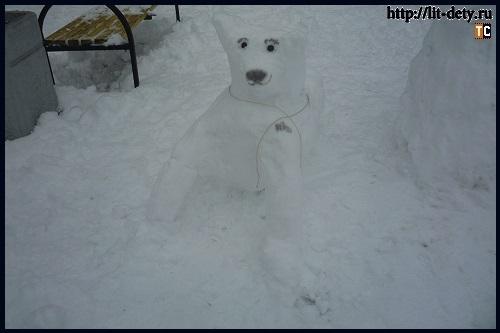 Снежные фигуры-: белый медведь